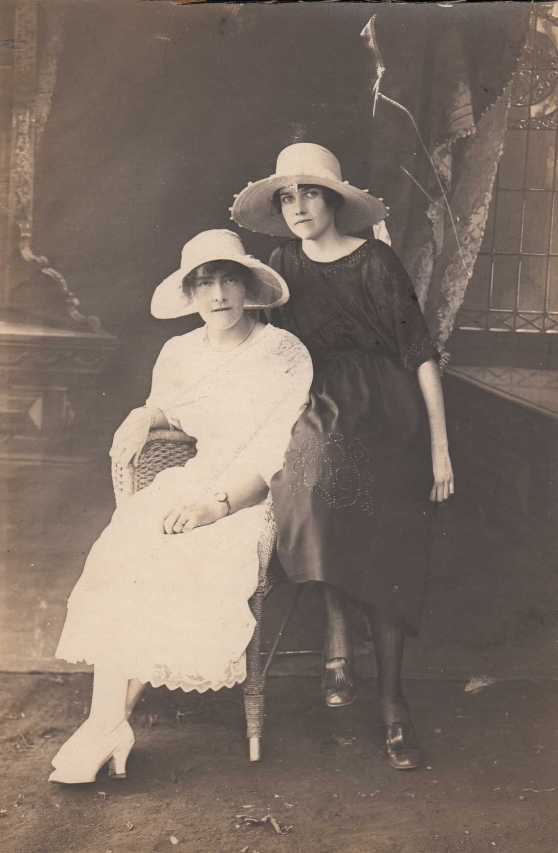Amelia and Janet Dennis
